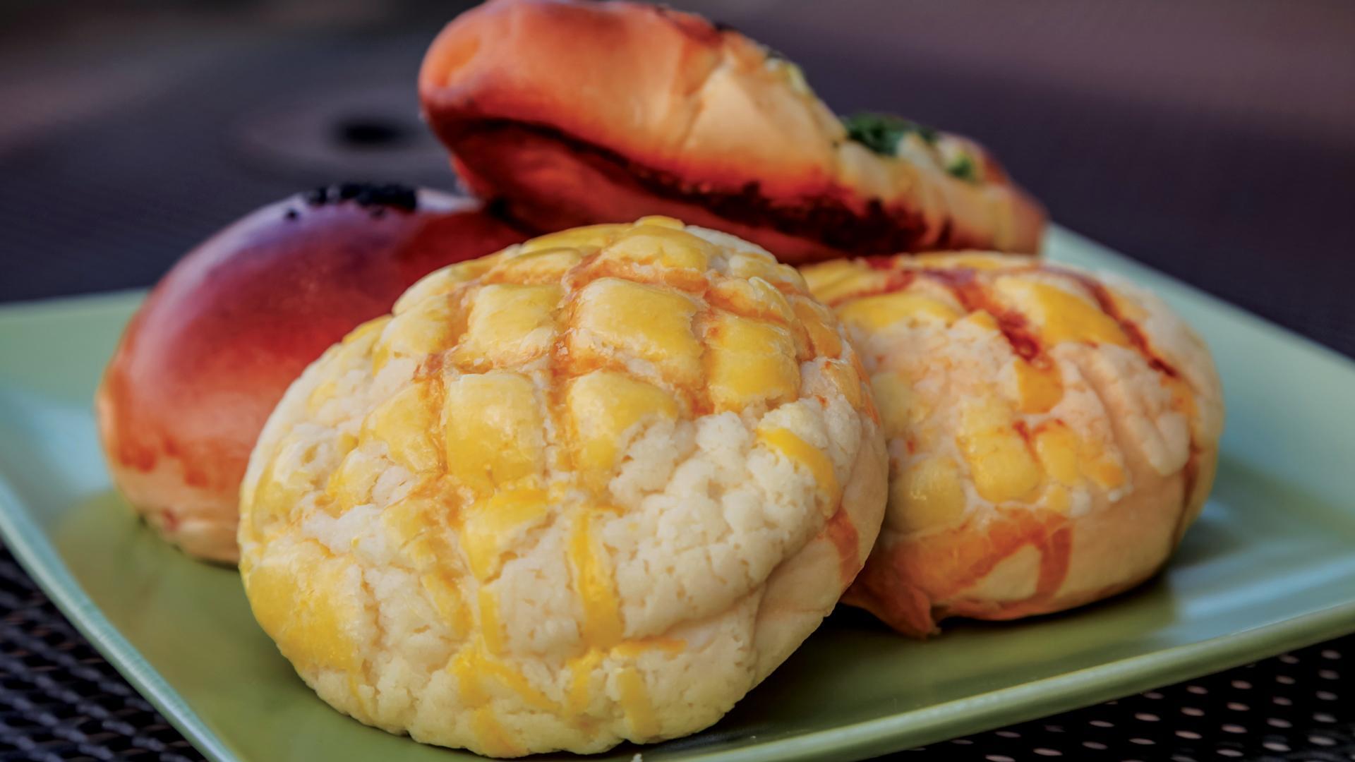 Hong Kong Island Bakery pineapple buns