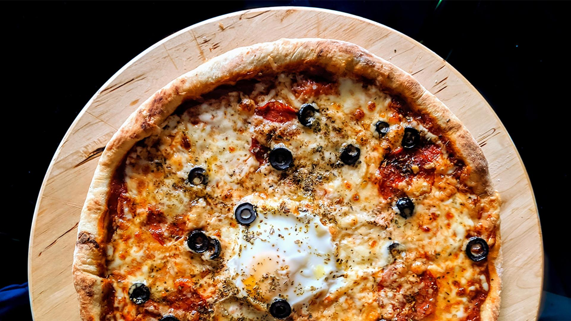 The best places to eat and drink in Windsor this fall | fresh out the oven pizza
