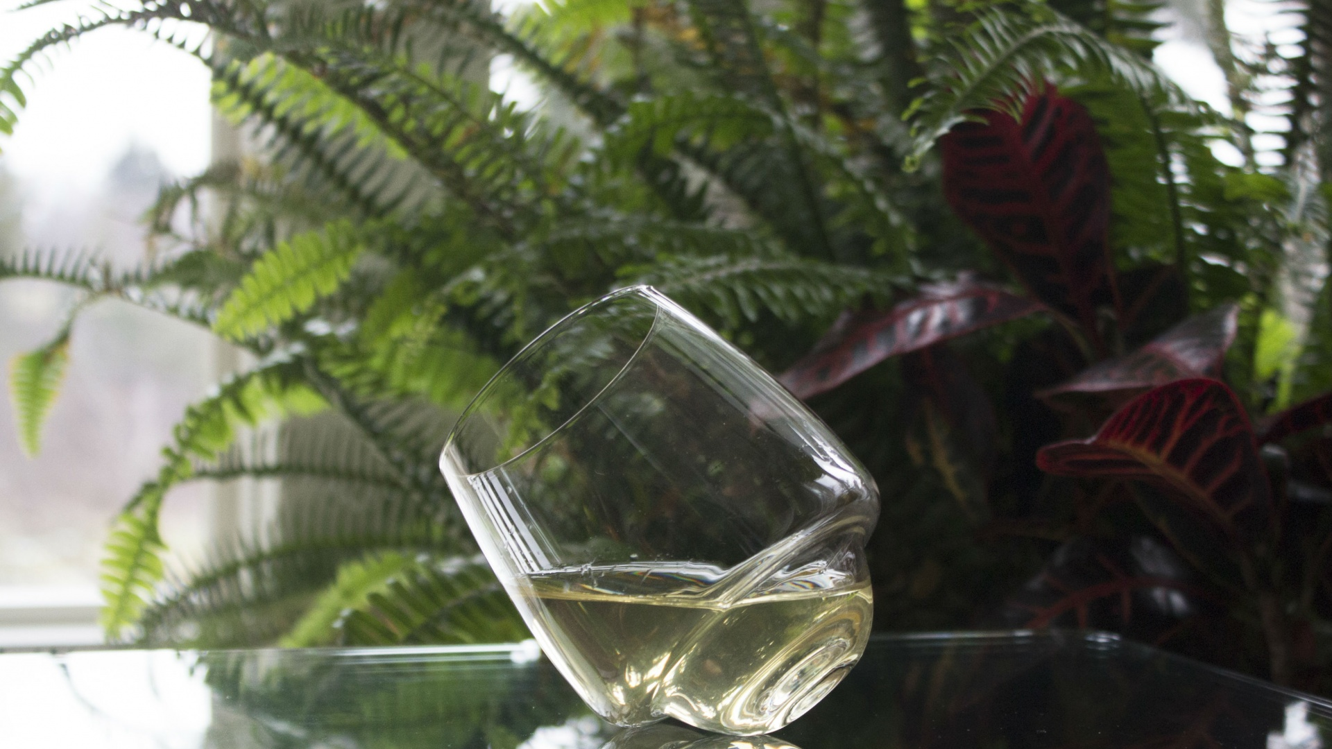Weapons of Choice: Superduperstudio's Saturn Wine Glass