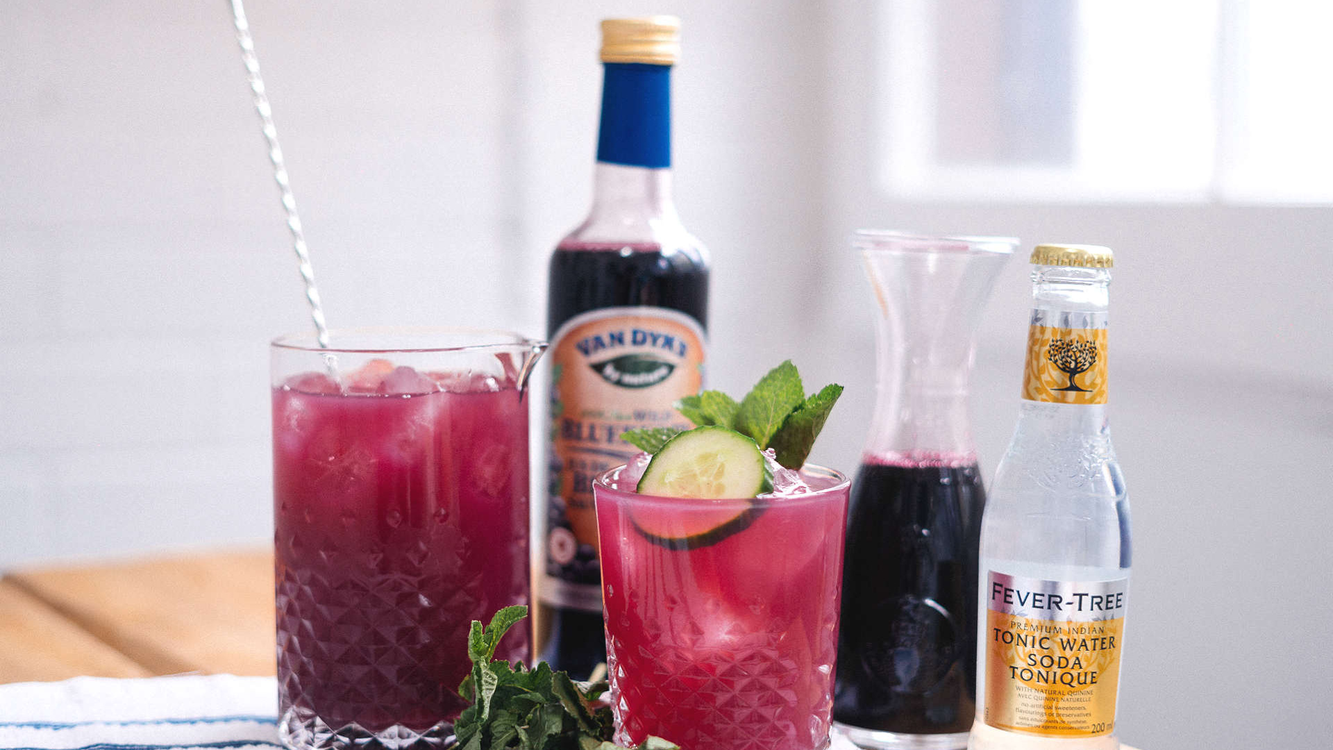 make-this-sipbar-wild-blueberry-gin-fizz