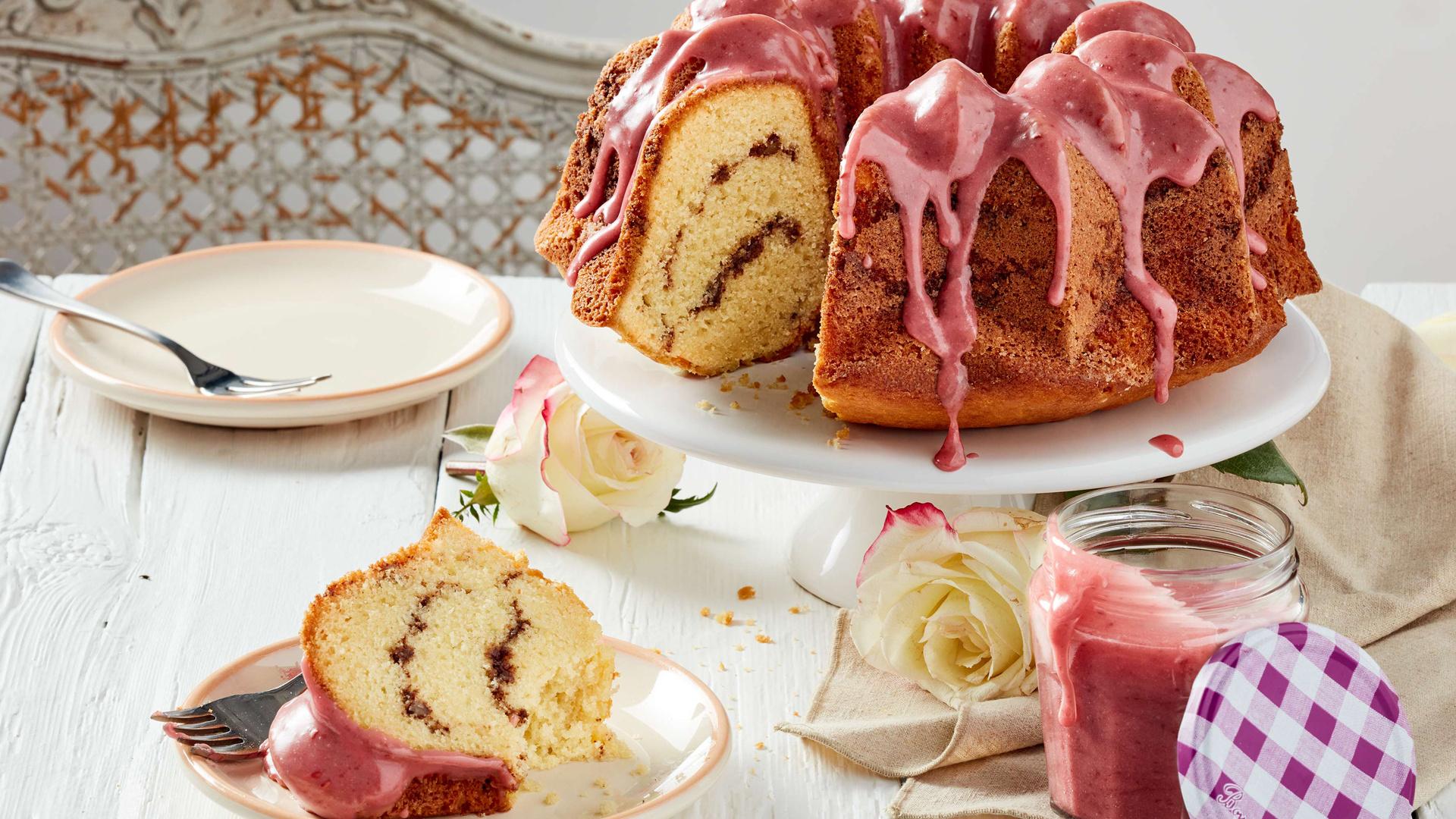 Raspberry bunt cake with Bonne Maman INTENSE Fruit Spreads