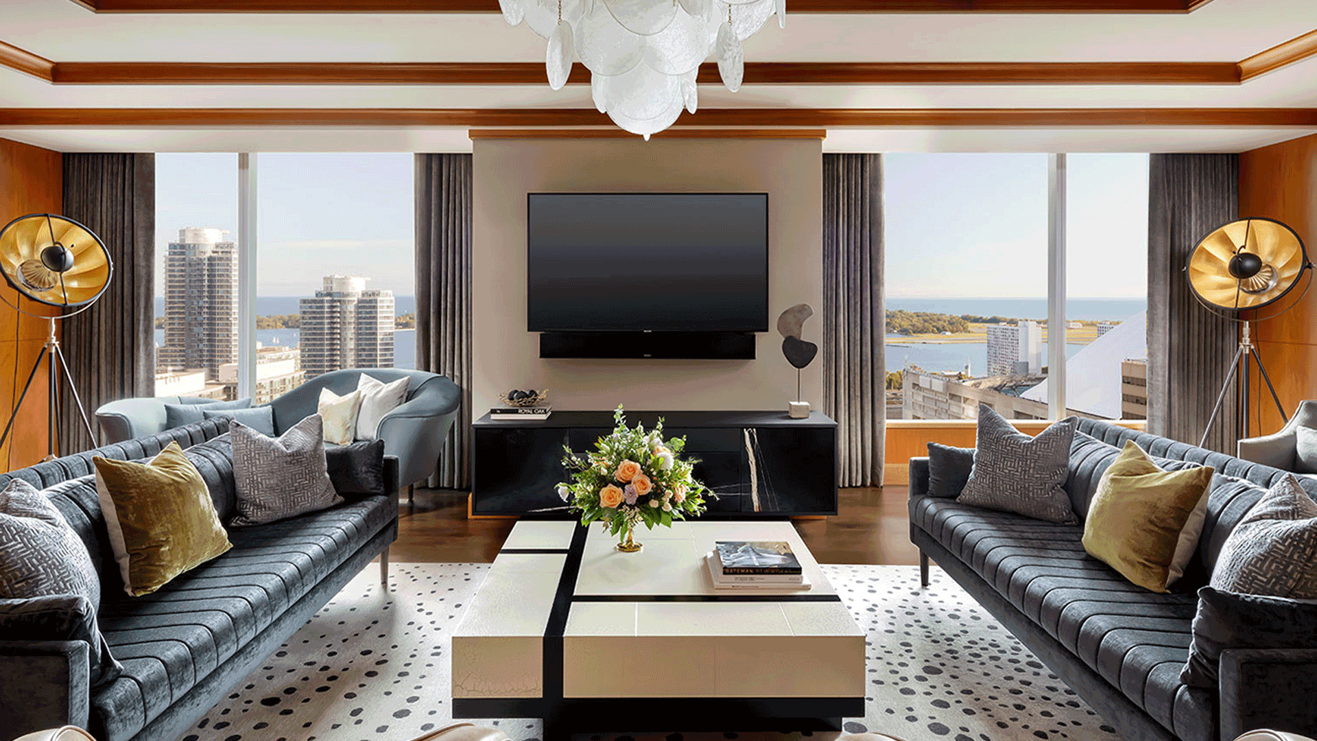 The Ritz-Carlton Hotel, Toronot: a suite