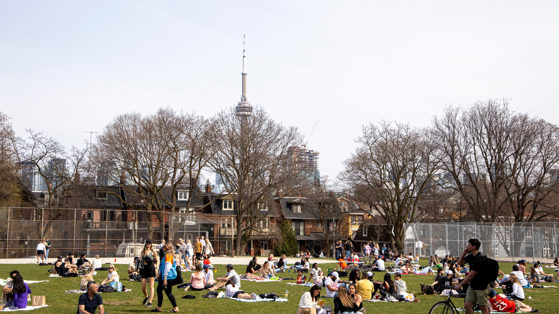 Things to do in Toronto this April 2021 | People sitting in Trinity Bellwoods Park
