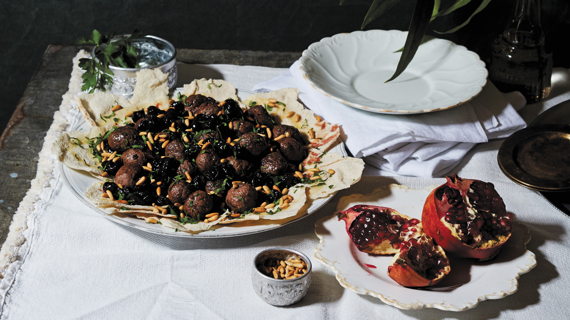 Feast: Food of the Islamic world by Anissa Helou