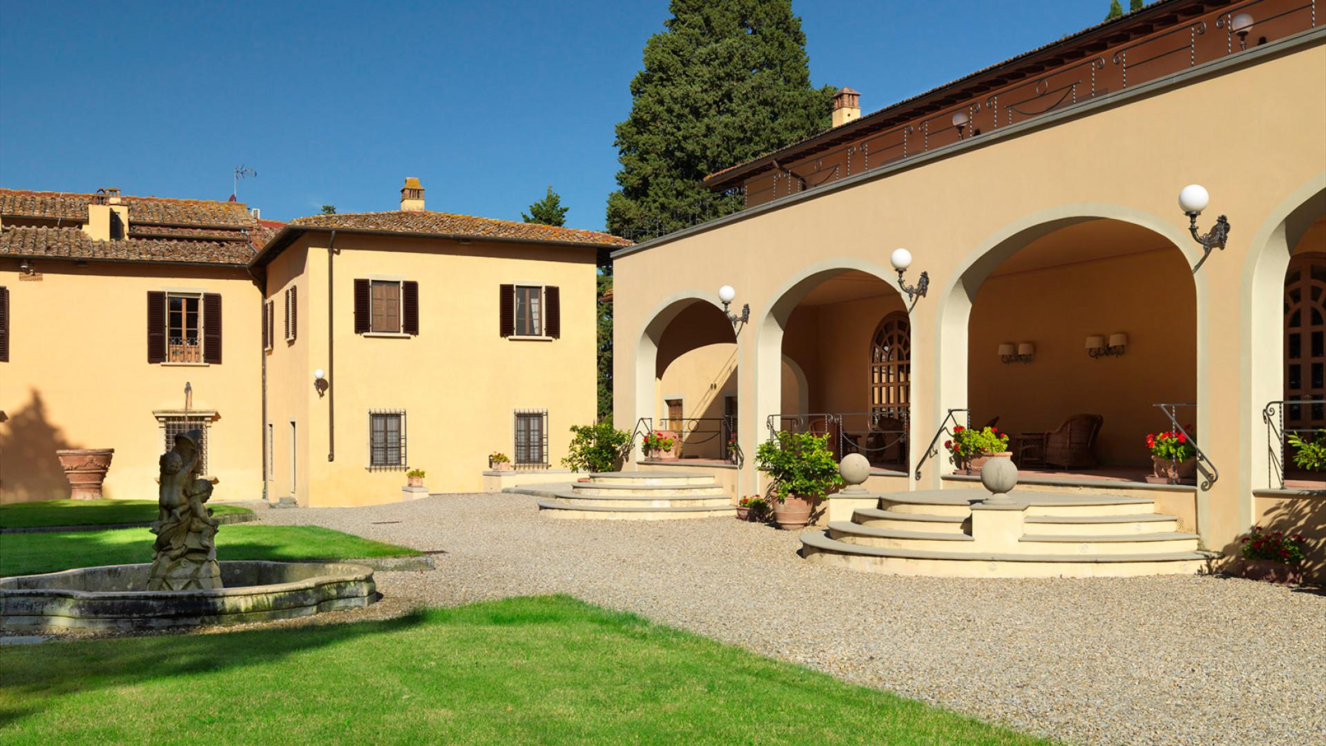 Ruffino Modus Super Tuscan wine