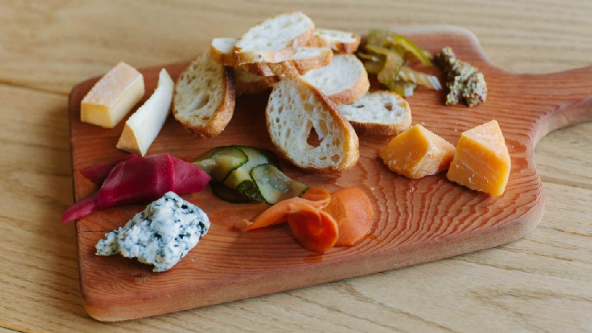 Alcohol delivery in Toronto | A charcuterie board at Bandit Brewery and restaurant in Toronto