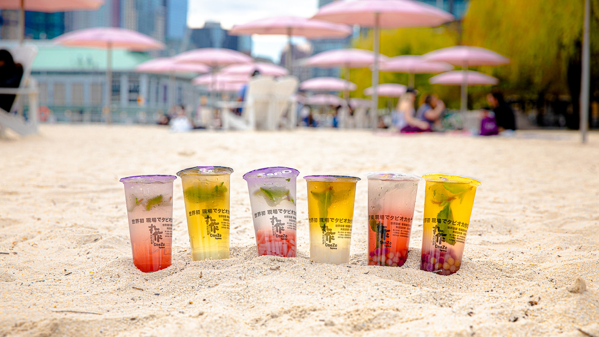 The best bubble tea in Toronto | OneZo Tapioca drinks on the sand at Sugar Beach
