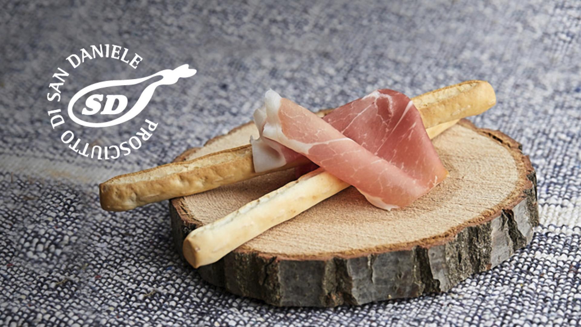 Prosciutto di San Daniele with breadsticks