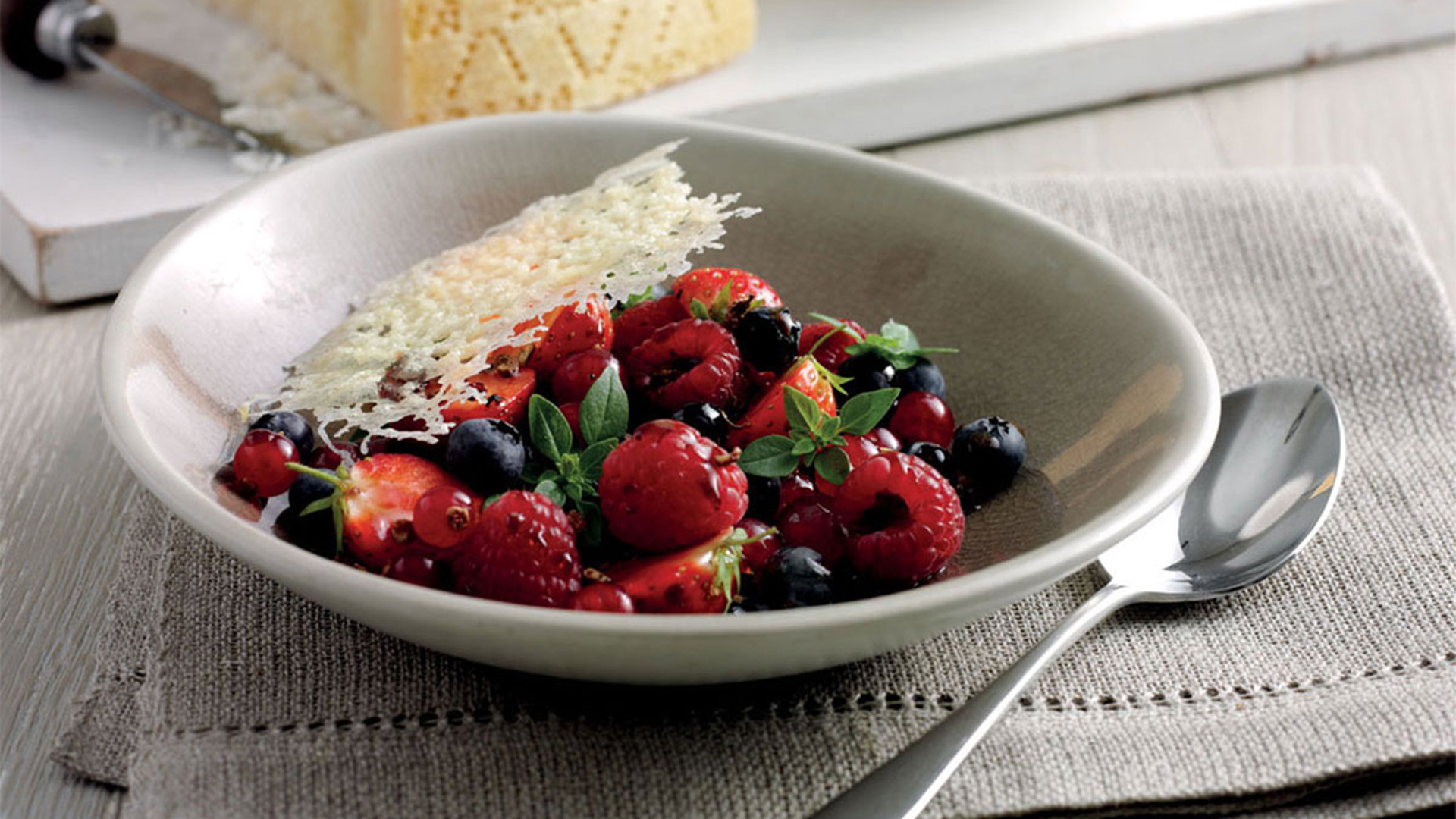 Italian holiday appetizers: Wild berry salad with basil, sichuan pepper & grana padano crisps
