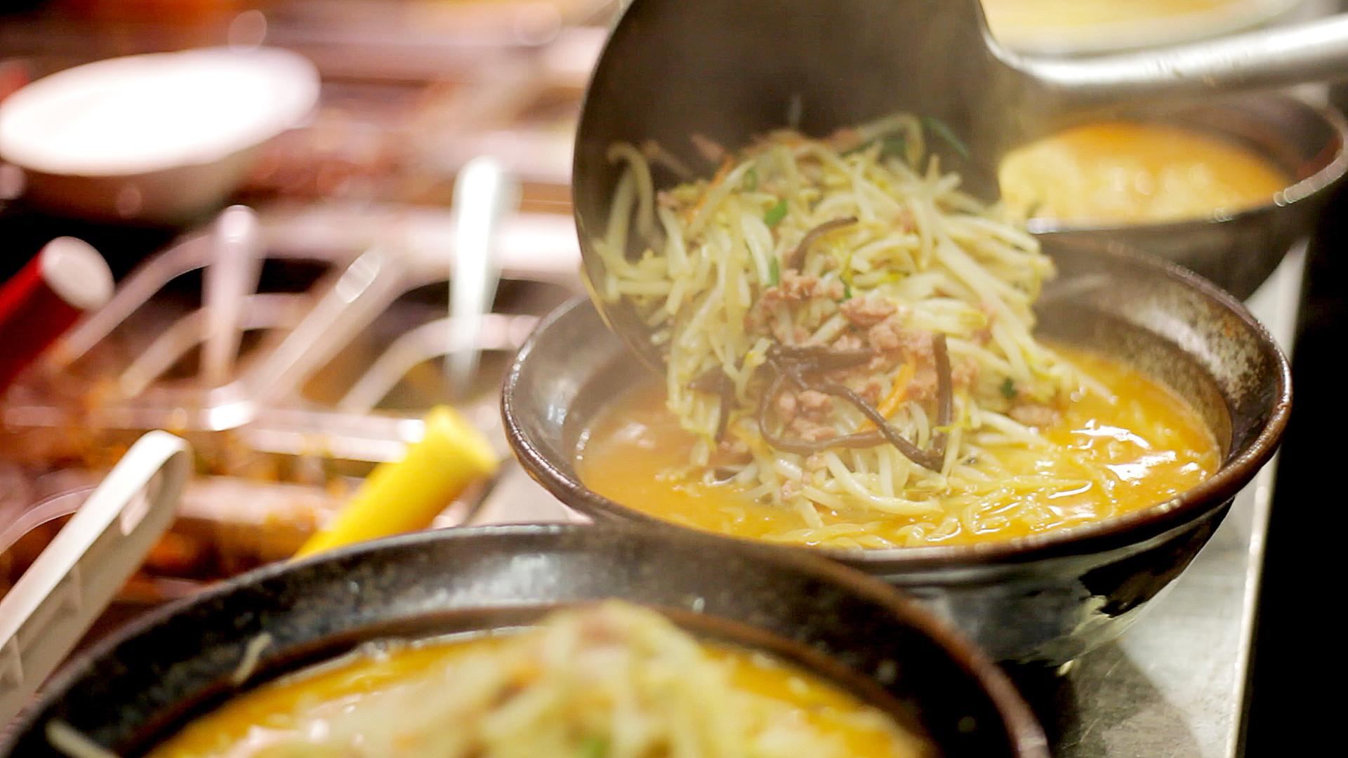 The best ramen in Toronto | Spicy red miso ramen being made at Ramen Isshin