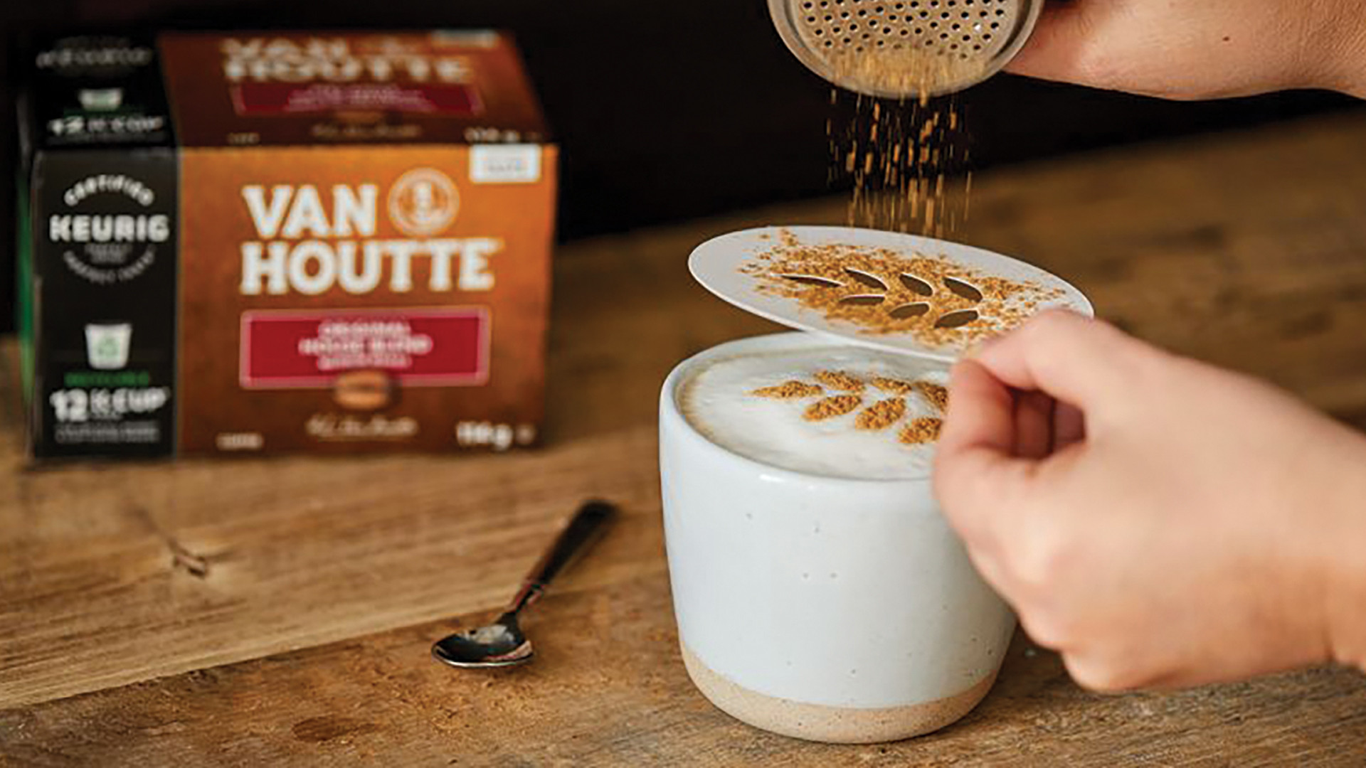 Van Houtte Coffee | Making a holiday latte