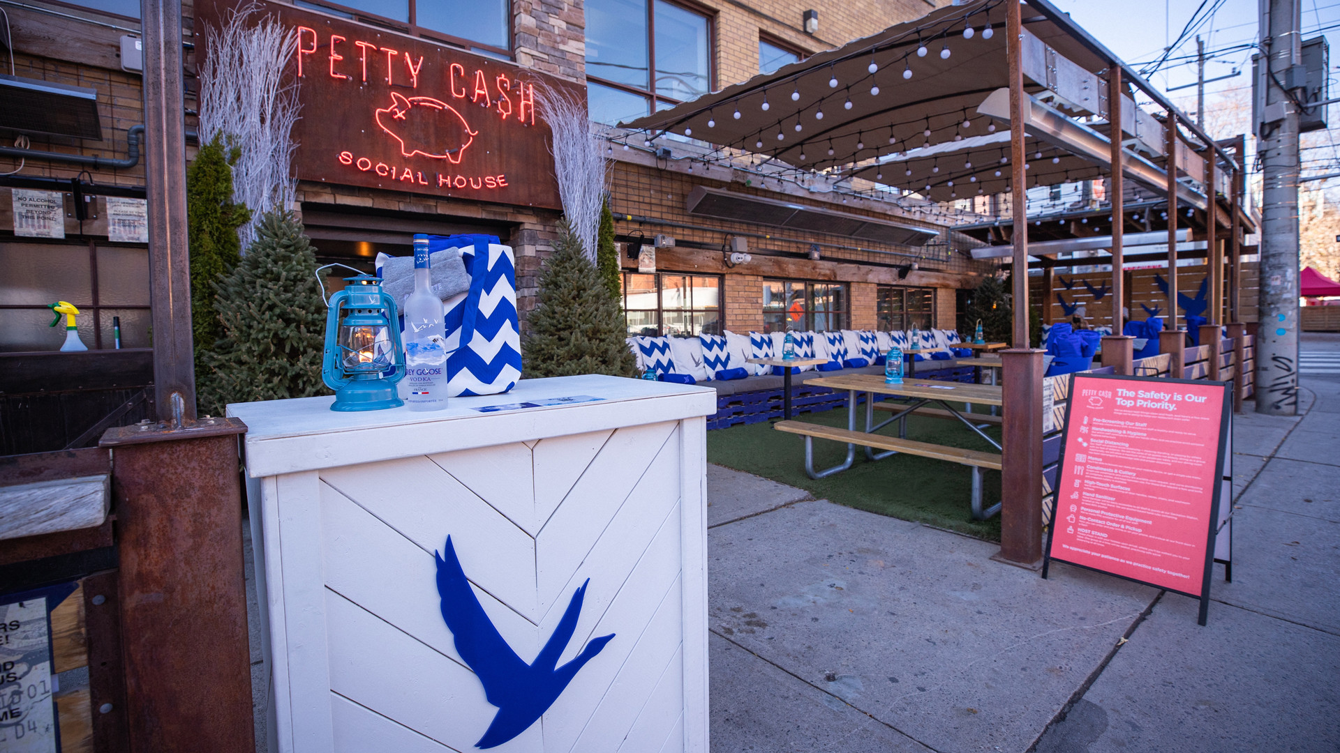 The best new restaurants in Toronto | The exterior of Parkette and Petty Cash
