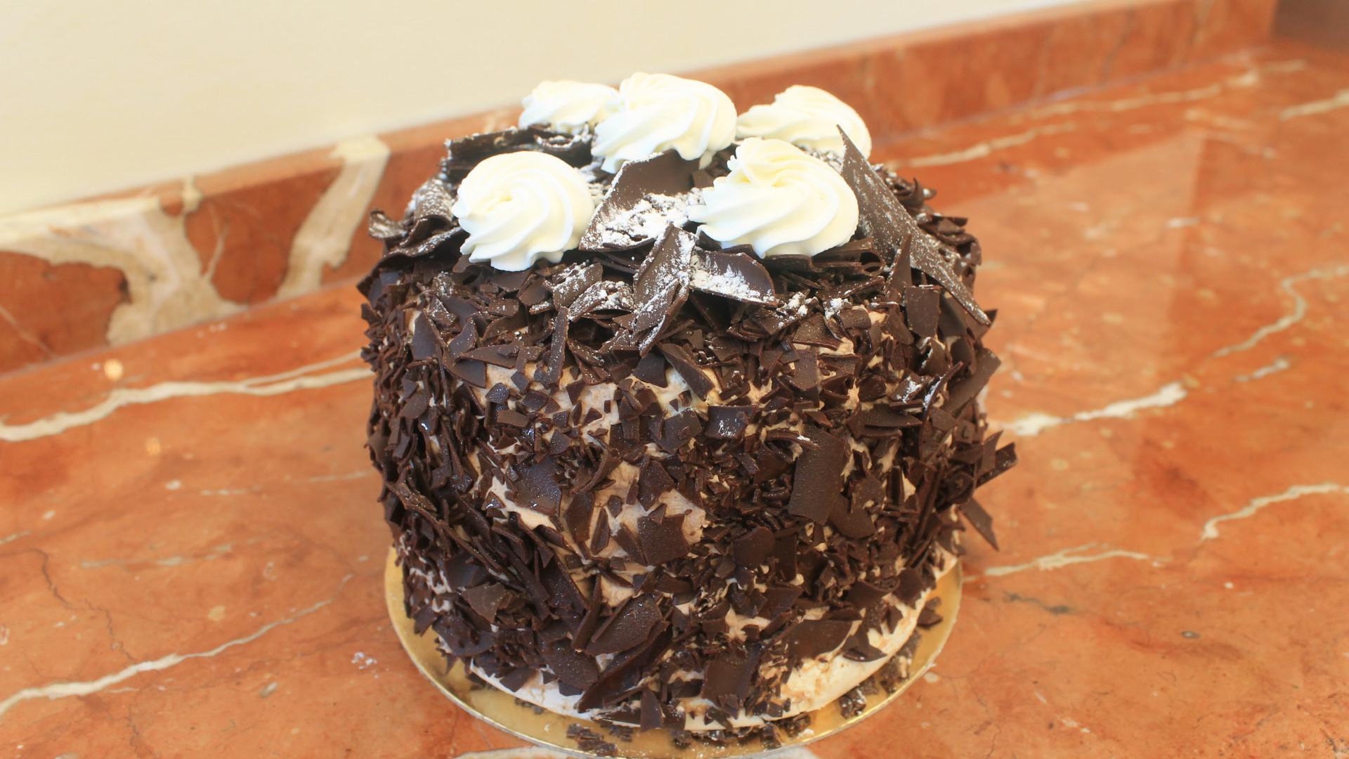 Toronto Marvelous by Fred | Chocolate meringue cake