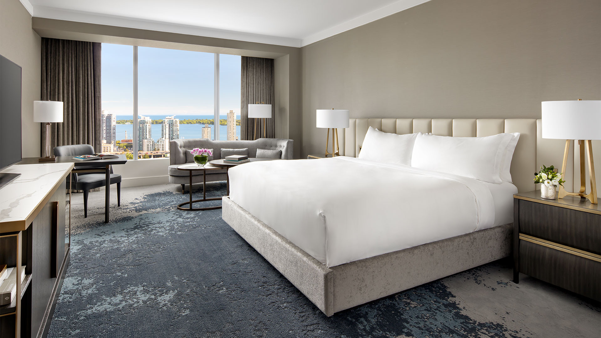 The best Toronto hotels for a staycation | Suite with lake view at the Ritz-Carlton