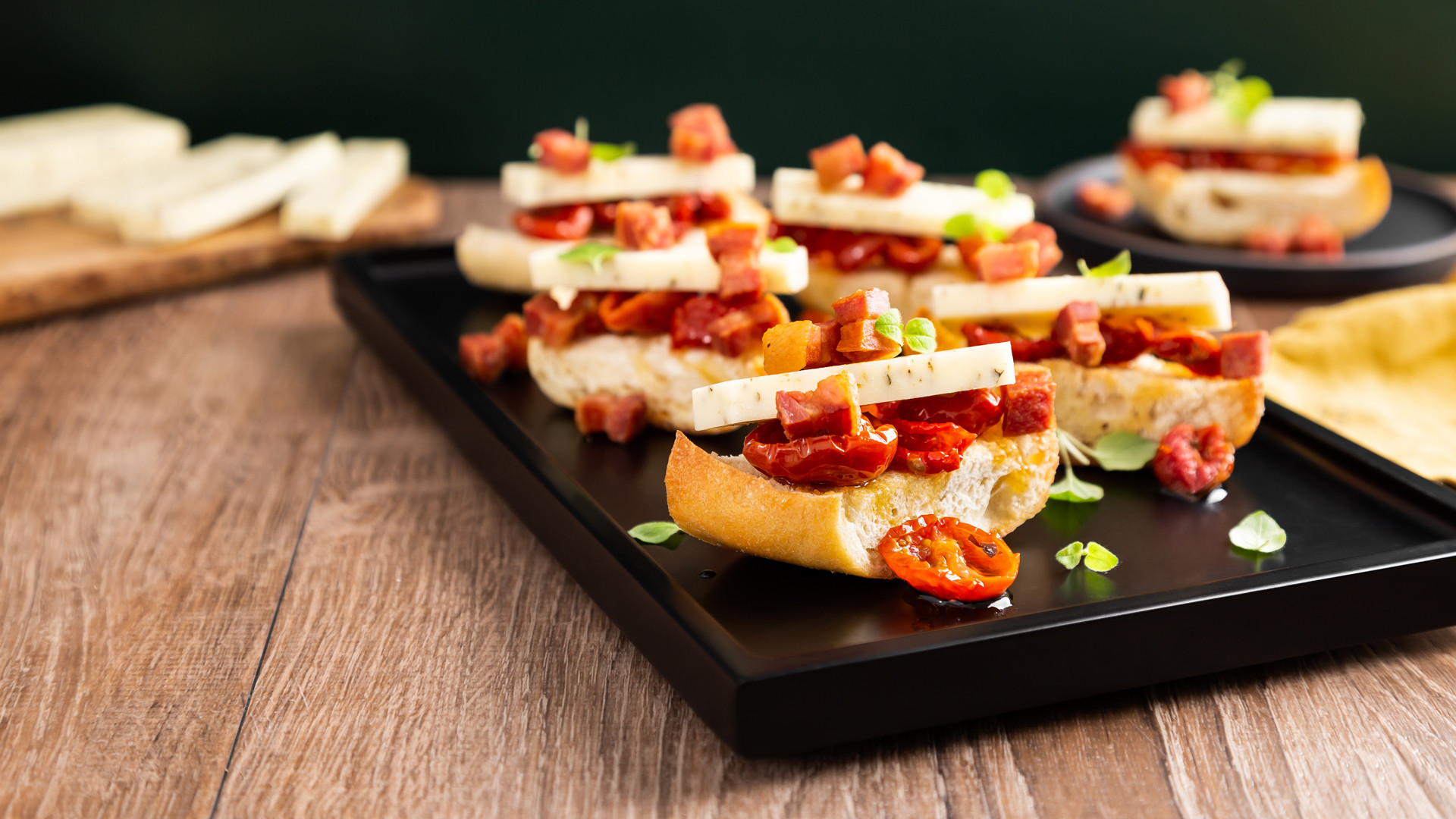 Win a Bothwell Cheese Sunny Dog Barkin' Herb & Cheddar prize pack | Crostinis made with Sunny Dog Barkin' Herb & Cheddar