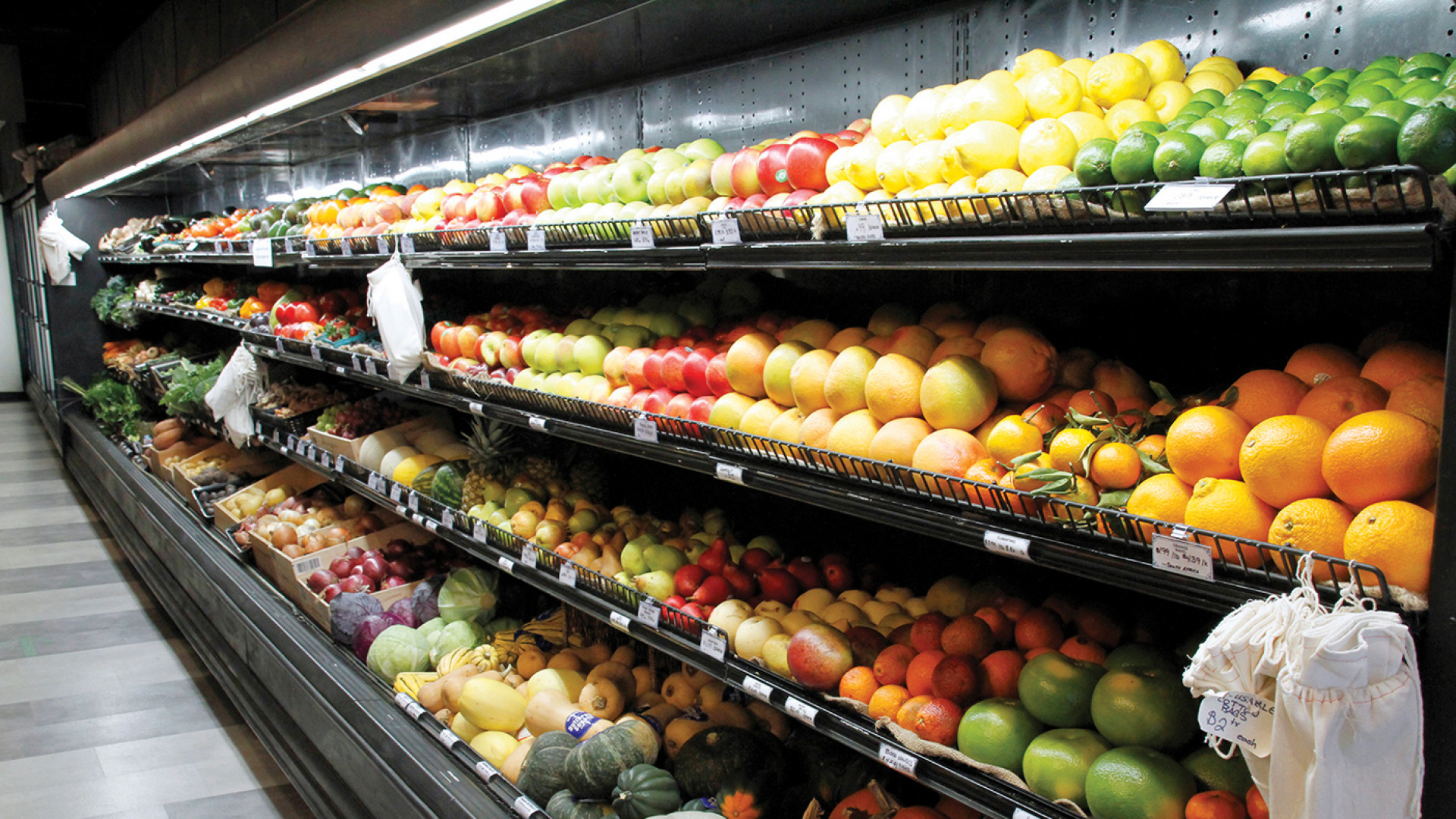 Things to do in Toronto | Produce is sold loose at Unboxed Market