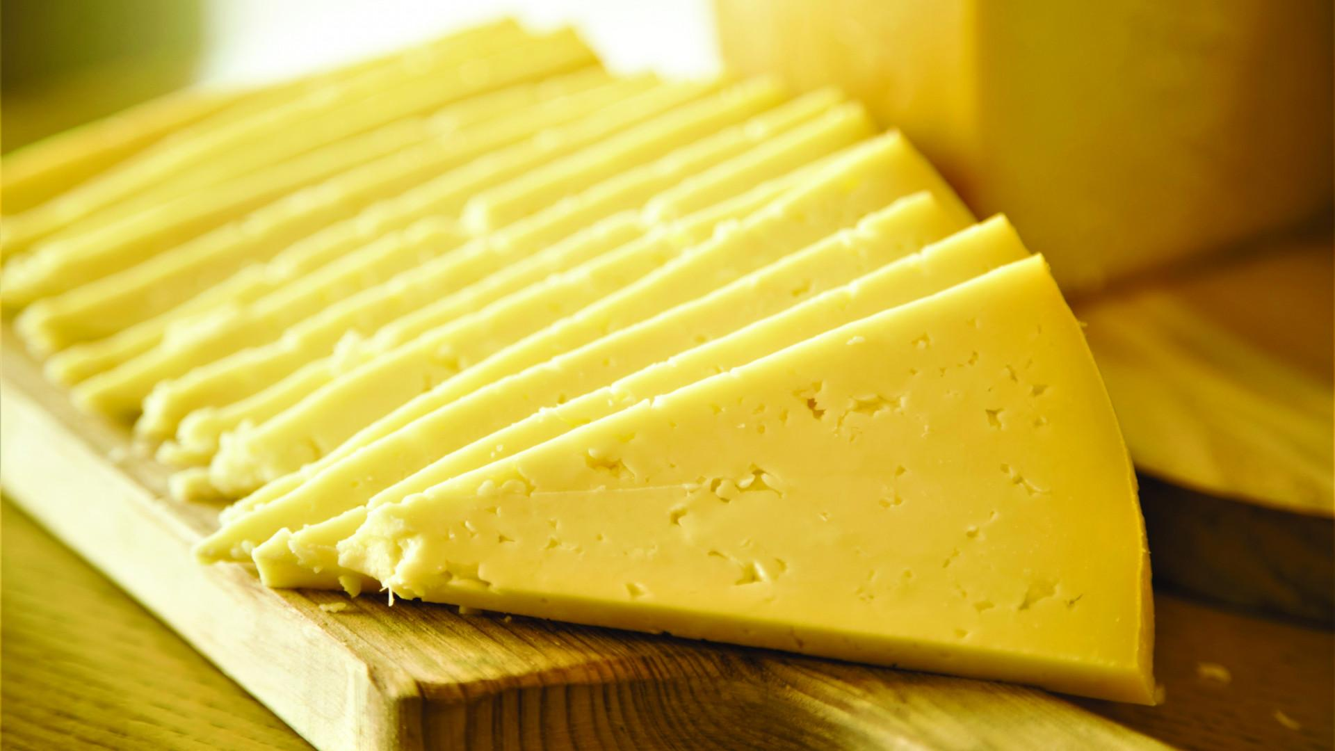 Azorean cheese from Portugal's Azores islands | Slices of Azorean cheese