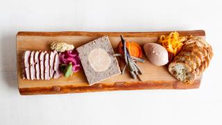 The best restaurants offering delivery and takeout in Toronto | charcuterie board at Antler