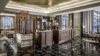 The best Toronto hotels for a staycation | Luxurious lobby at the St. Regis Toronto