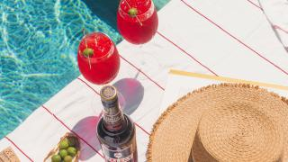 Picnic recipes | Two select spritzes by the pool