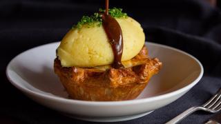 Restaurant Review: The Rabbit Hole in downtown Toronto   Steak & Mushroom Pie