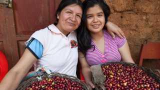 Sister's Story coffee | Erlita Baca, a coffee farmer in Nueva York with her daughter Kate