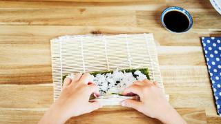 Places offering cool cooking classes in Toronto | A sushi class at Sushi Making for the Soul