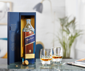 5 of the best whisky gifts at LCBO | Jonnie Walker Blue Label with two glasses