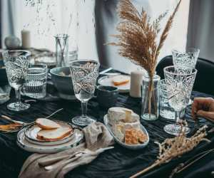 Dinner party and restaurant etiquette examples | A beautiful table setting with crystal glasses
