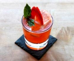 strawberry-smash-cocktail