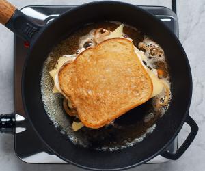 Jarlsberg® cheesy mushroom melt