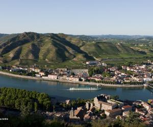 Côtes du Rhône: the undulating landscape. Photo: Christophe Grilhé